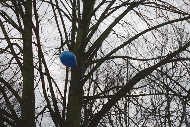 pentax k1000 - blue balloon