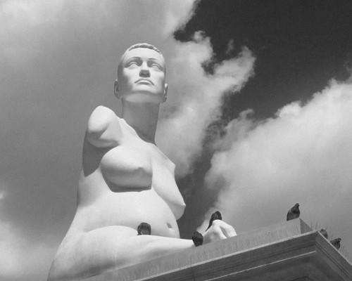 lapper-statue