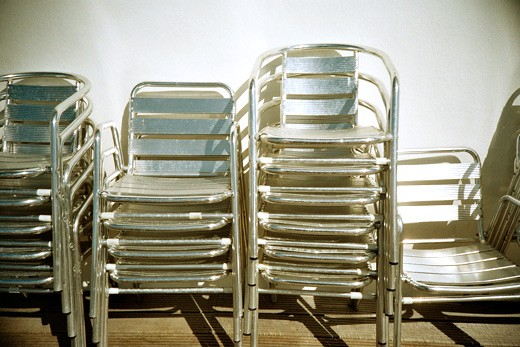 lomo-lca-shiny-chairs